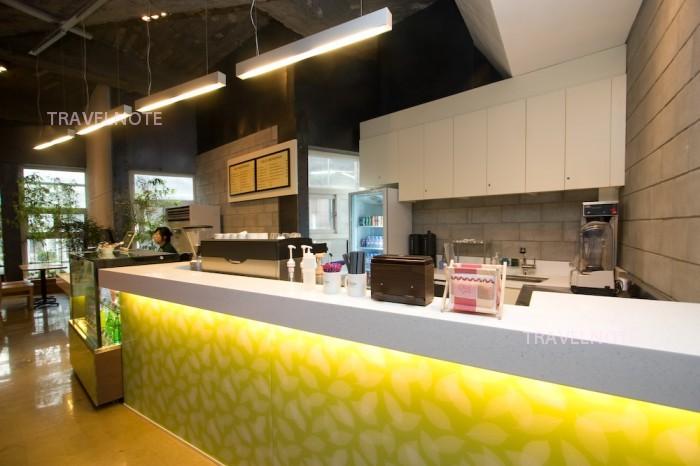 Cafe Phillips : 3階のロービにある。