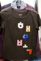 「幸福」Tシャツ ウリセゲ代表のベストセラー