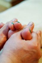 足の指の指圧マッサージ