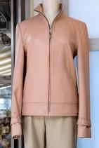シンプルな皮ジャケット