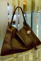 ハングルデザインのバッグ