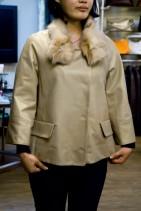 シンプルで上品なショート丈コート