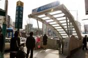地下鉄4号線明洞駅⑧番出口を出て、50M くらい