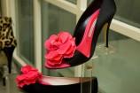 ピンクの薔薇付きオープントゥパンプス