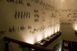 壁に描かれた見事な行列絵