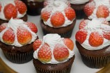 イチゴたっぷりカップケーキ