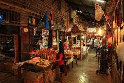 タラード・クローンスアン(100年市場)
