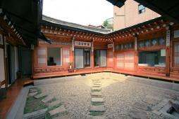 韓国伝統民泊ハノクユジンハウス