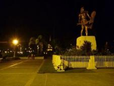 ラプラプ像
