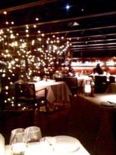 ピアモンの有名シェフのモダンシーフードレストラン