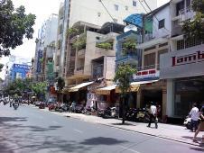 Ly Tu Trong通り
