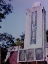 十烈士記念碑