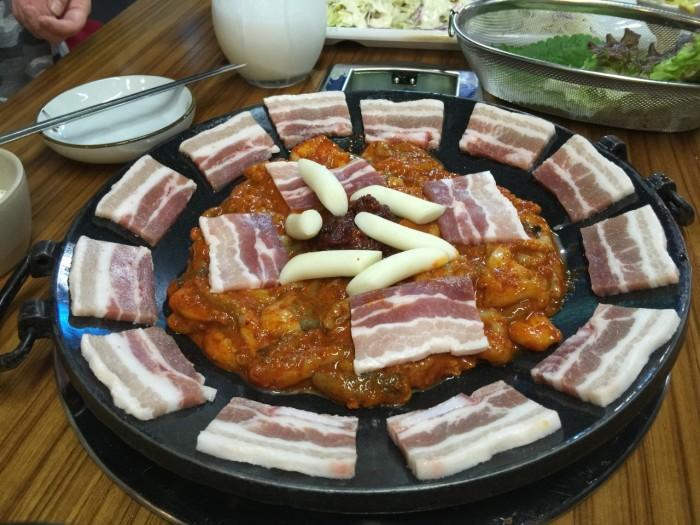 サムギョプサルとイイダコを炒めたチュサミ