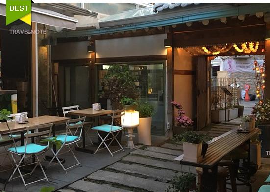 弘大にひっそり佇む韓屋の韓国家庭料理店