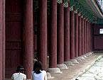勤政殿を囲む柱