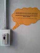 ホテルファクトリー 重たい荷物をお持ちの方は玄関先のこちらのベルを押してください。