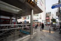 地下鉄の駅の入口